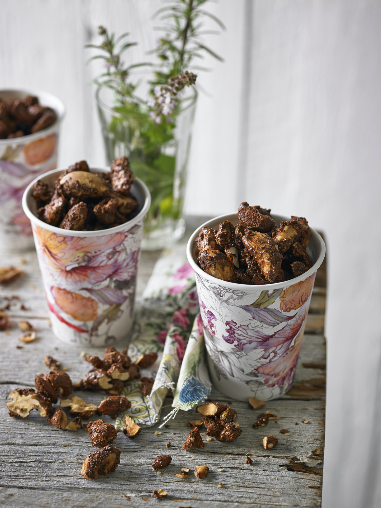 Sweet Spiced Nuts, Star Crackers and Delicious Dips for Christmas